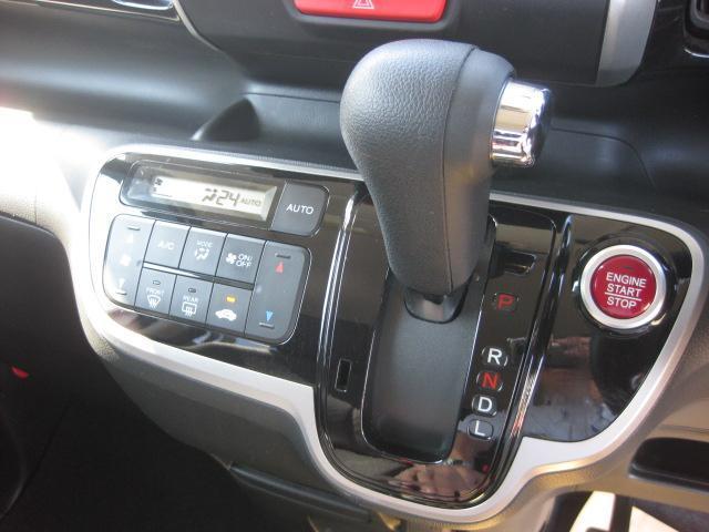 オートエアコン搭載で車内の温度も快適調整!
