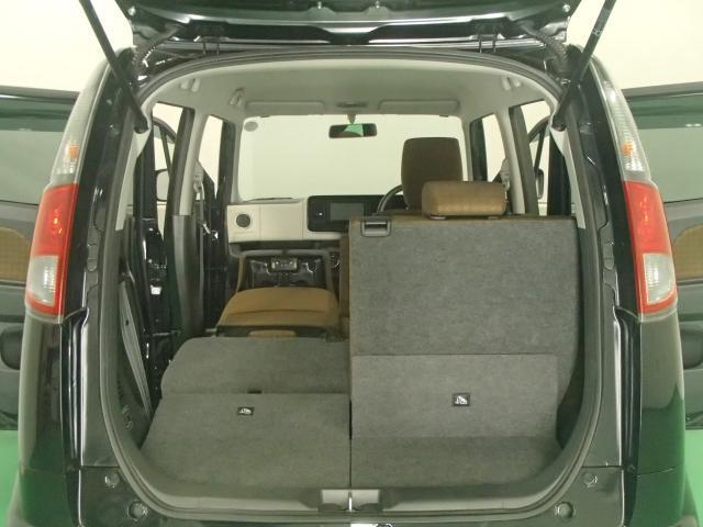 さらに助手席の背もたれを前側に倒せば約180cmの長物を積み込むことができます。