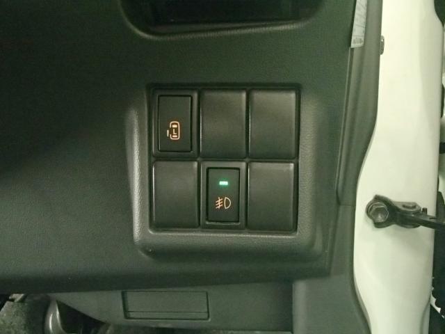 ハンドルの右側にある左オートスライドスイッチとフォグランプスイッチがあります。