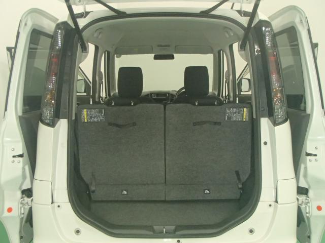 ラゲッジスペース。間口も広くリヤシートを前側にスライドさせることで空間を広くできます。