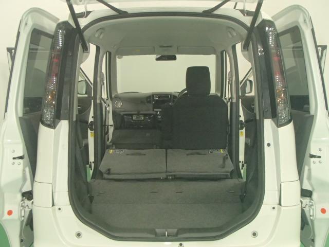 さらに助手席の背もたれを前側に倒せば長物を積み込むことができます。