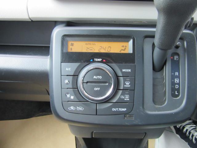 オートエアコンですので温度調整のみで車内は何時も快適空間に♪
