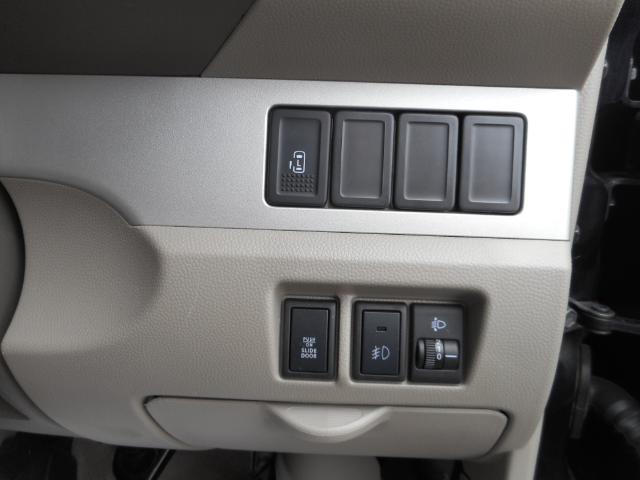 左電動スライドドアなので開け閉めも楽々です。