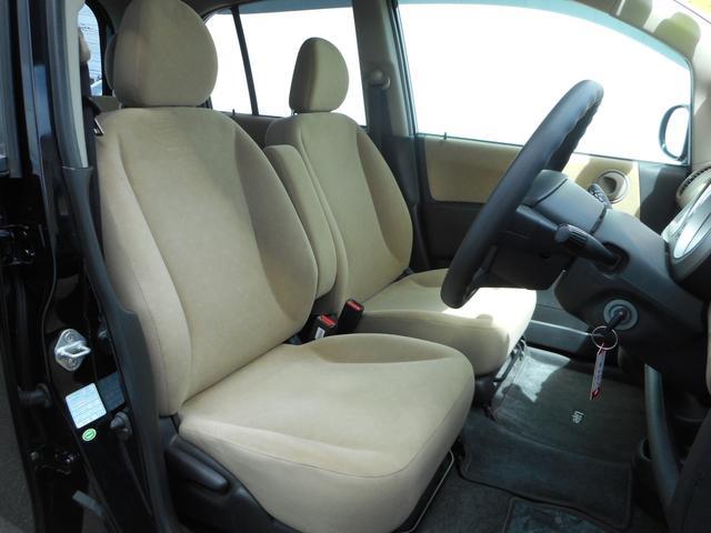 フロントシートに、シミやコゲなども無くきれいです。