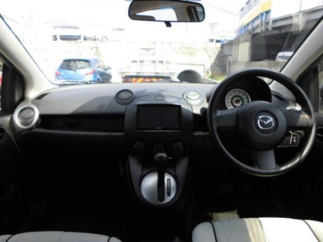 車内はモノトーンデザインとなっております