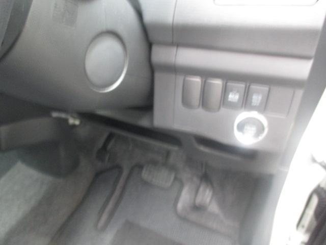 エンジンはプッシュボタン式です。