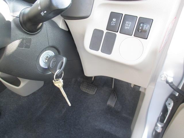 エンジンは鍵を刺して回すタイプです。