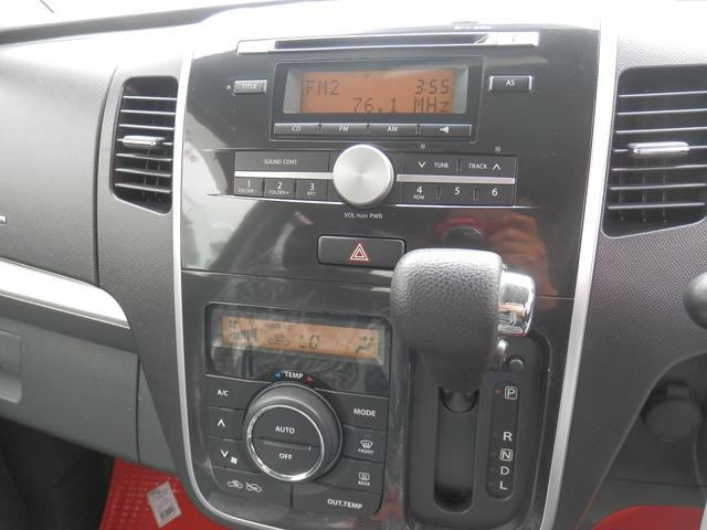 インパネ式シフト。オートエアコンなので設定した温度に自動調節してくれるので快適に過ごせます♪