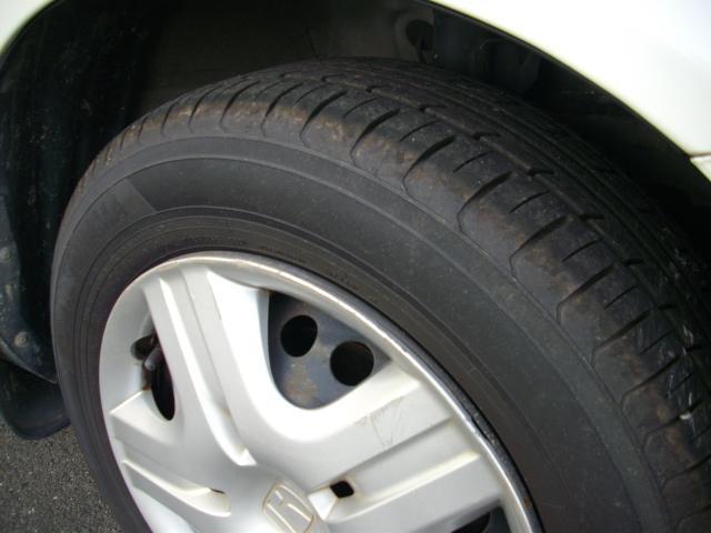 タイヤの溝もしっかりあります!フィット用スタッドレスアルミホイールセット 41000円~ご用意できます!おクルマのご検討と併せてお気軽にご相談ください!無料ダイヤル☆0066−9708−295502☆