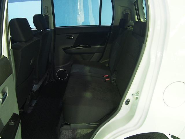 後部座席も抜かりなくクリーニング済み!お車に乗る皆さんに気持ちよく乗っていただけます。