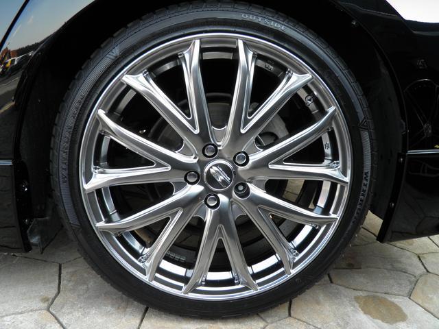 新品のクロームハイパーシルバー18インチAWで当然タイヤも新品です。