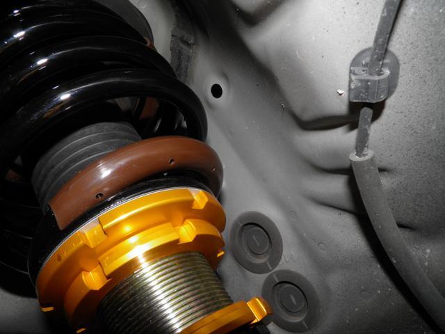 新品のフルタップ車高調なのでショックの抜けも無く車高調整も自由自在です。★納車整備に自信あり!法定点検プラス消耗品に至るまで交換整備で安心です。★さらに消耗品の電球でも保証します。