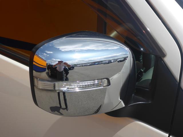 メッキのウインカーミラーです☆夜間視認性が良く、二輪車の巻き込み事故も予防できます☆