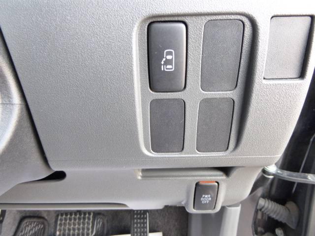 左側 パワースライドドアのお車です(^ ^)  運転席のスイッチや リモコンキーのスイッチでも 開閉が可能です♪