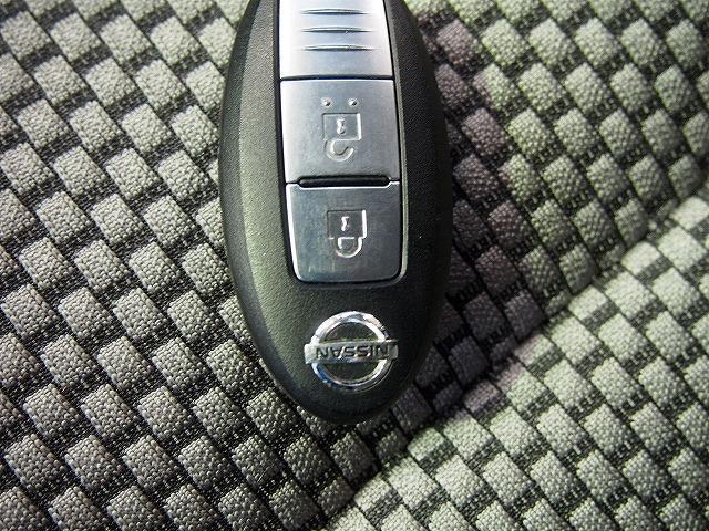 スマートキーでのエンジン始動。鍵を挿してひねることはありません。インザポケット、インザバッグでOKです!電池が切れた時はさすがに無理です、ごめんなさい。