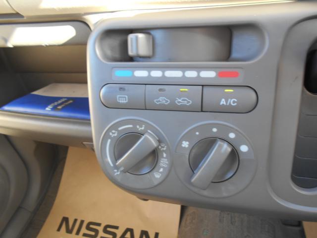 マニュアルエアコン付で車内はいつも快適に♪
