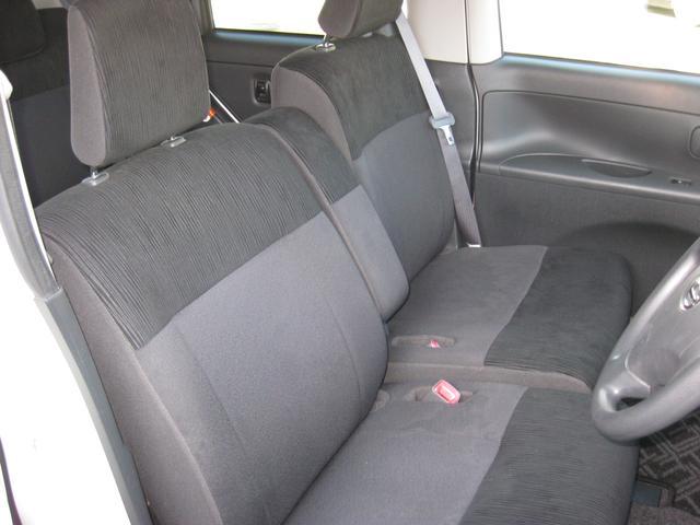 運転席・助手席です。人気のベンチシートになります。