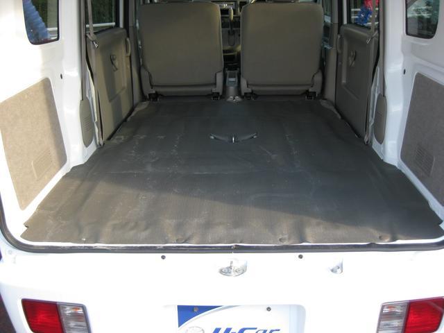 リアシートは可倒収納可能で荷室も広くできます