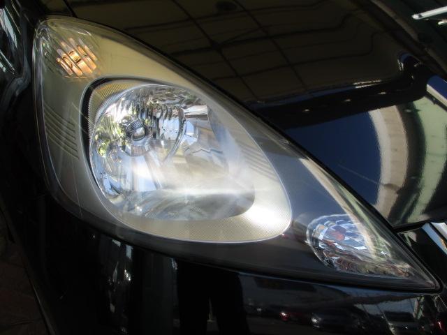 ヘッドランプは明るい『ディスチャージヘッドランプ』となっておりますので、暗い夜道の運転も安心ですよ♪