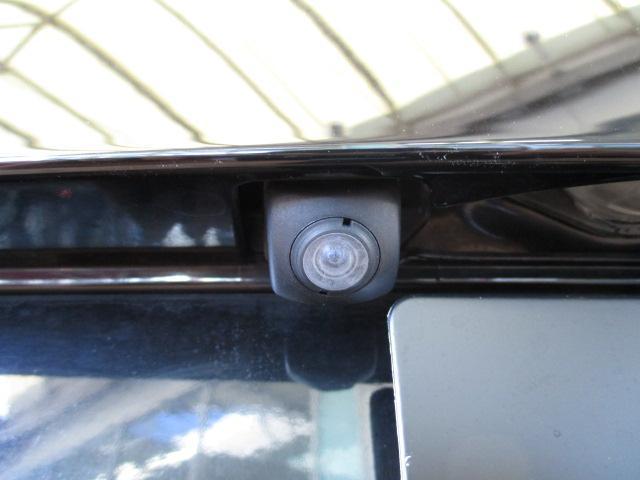 後方には『バックカメラ』装備しておりますので、バックでの駐車が苦手な人には喜ばしいアイテムとなっております!!