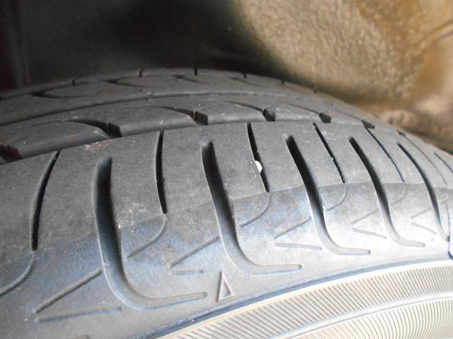 タイヤの溝はたっぷりとあります!
