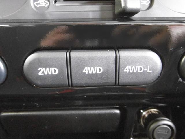 ボタン切り替え式の「4WD」ですので、普段の燃費も経済的ですね。