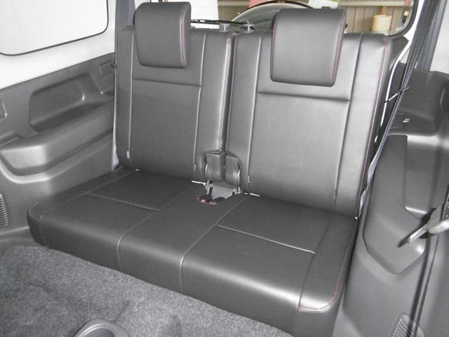 後席は構造上、少し狭いですが、車検証は乗車定員「4人」です。