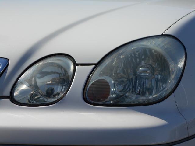 HIDヘッドライトを装備。明るいライトとなりますので、夜の運転も安心ですね。点灯画像も掲載しております。是非、ご覧下さいませ☆