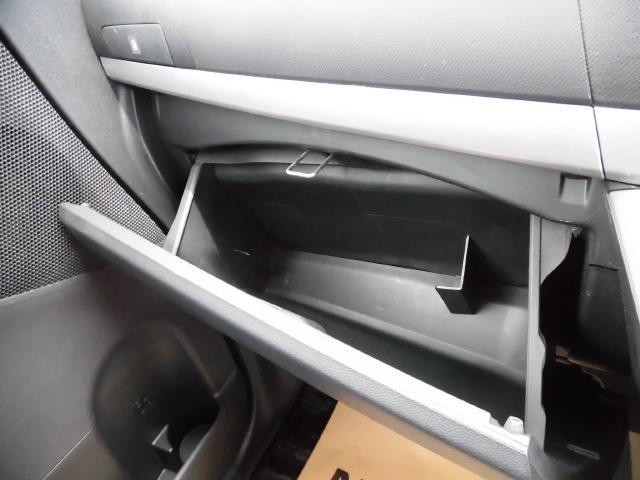 助手席のとこに収納がありますのでどんどん積んで頂けます