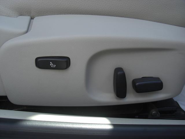 パワーシート付き シートの位置を調節できるので便利です。