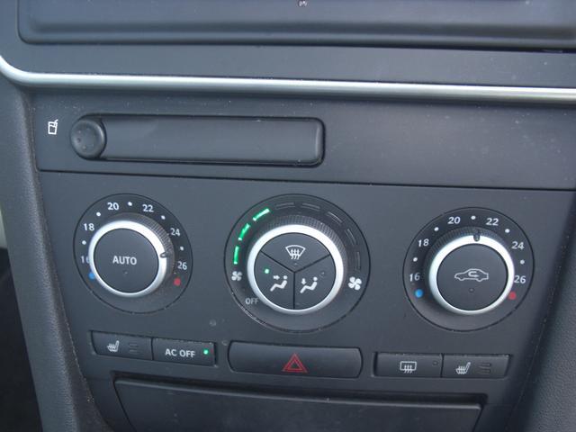 温度を一定に調節できるオートエアコンで快適です。