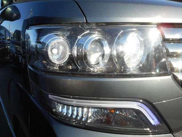 大人気カスタム専用3連ヘッドライトです!HIDですので夜道も明るく照らしてくれます♪