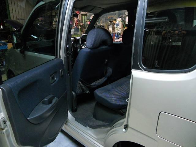 12年式ムーブカスタムターボなし車の入庫です、入庫の際タイミングベルト、各部ブーツ類、消耗品交換の上車検も取得済み!キーレス、純正アルミホイール等装備も充実です