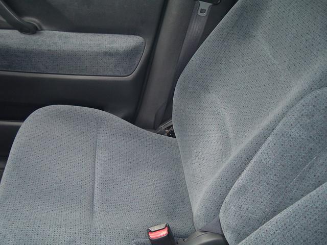 運転席シート、綺麗ですよ!!