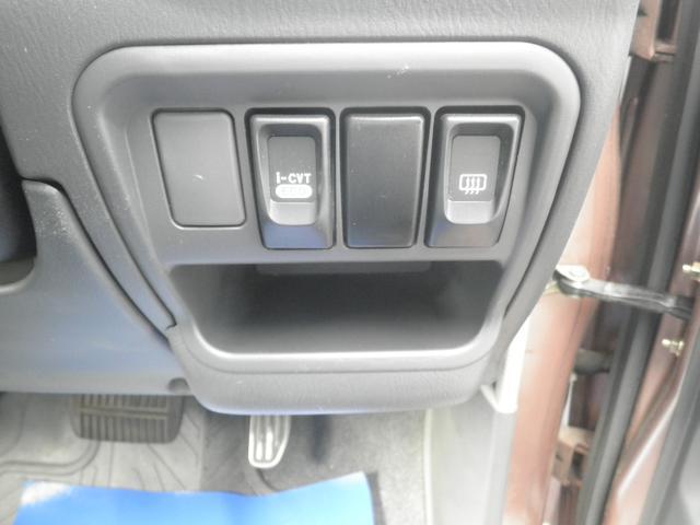 ECOモードスイッチとリヤガラスの熱線スイッチです。