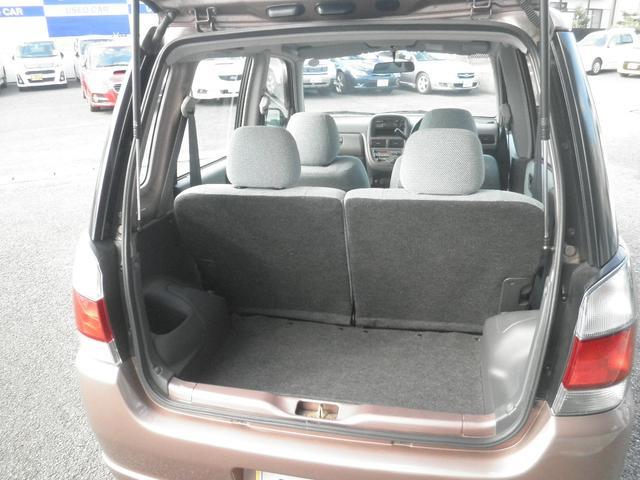 ラゲッジルーム 軽自動車でありながら広々とした荷室。何かとお荷物が多い女性の方には便利です