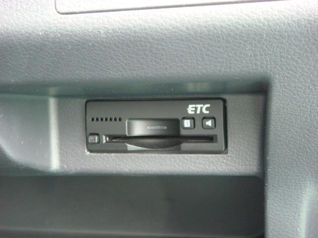 ETCなら高速道路をスイスイと通過!!クルマは料金所をノンストップで通過することができます!