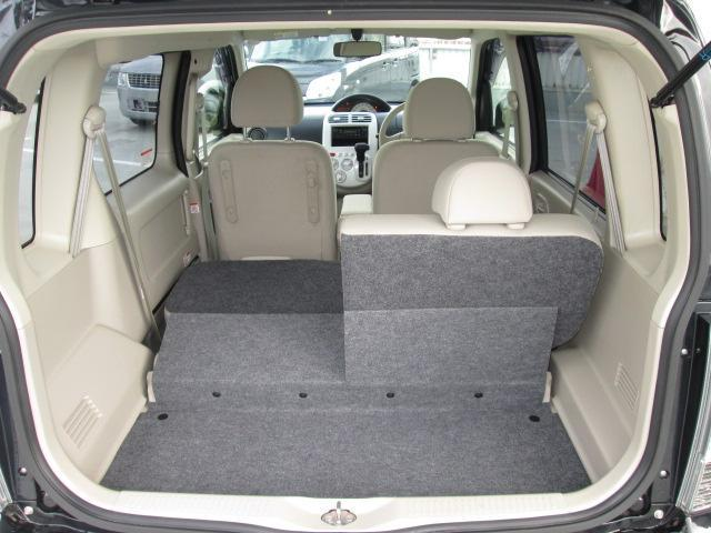 リヤシートを倒せばラゲッジは広々★必要十分に荷物積載可能です