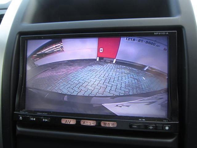 バックモニターで車庫入れや縦列駐車もらくらく