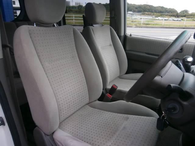 前席シートになります!当社では内装にとことん拘った車しか仕入れ販売しておりませんので当然キレイな状態です!Goodコンディションですよ!