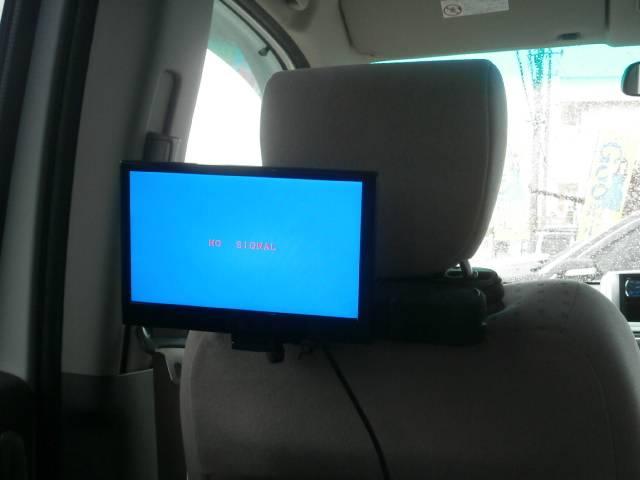 後席モニター完備!DVD再生可能です!後席からDVDが見れて後席のお客様もロングドライブでも疲れません!飽きさせません!