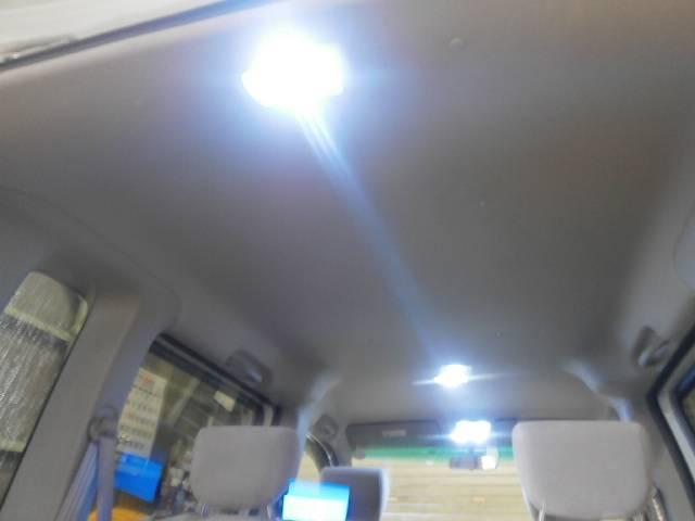 室内も当店で新品にて取り付け致しましたフルLEDとなっております!この後の複数写真にも出てきますがナンバー灯ももちろん新品LED灯化しております!