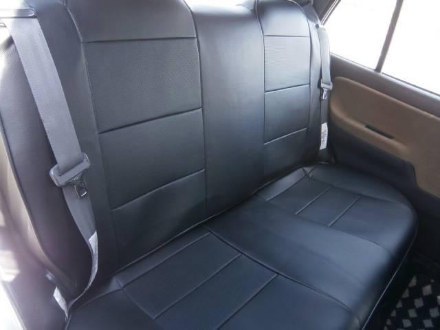 後席も当然新品ブラック本革調シートカバーになります!まるでミラジーノ純正のプロテインレザーシートと見間違えてしまうぐらいのフィット感です!もちろん状態も文句なしのキレイさですよ!!