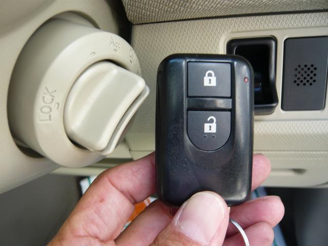 便利なインテリジェントキー。携帯リモコンを身に付けているだけで車の施錠、開錠、エンジン始動もOKの優れもの。エンジン始動はスターターを回してスマートに!