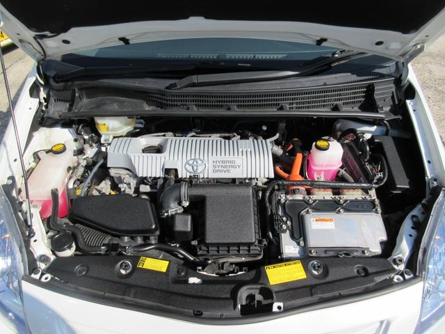 納車整備時には各部点検整備のほか、エンジンオイル、オイルエレメント、スターティングバッテリー、ワイパーゴム、Vベルト、エアコンフィルターは新品に交換しています。※車種により異なります。