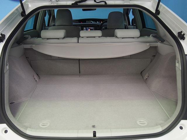 充分な高さと横幅があるバックドア開口部。荷物もたっぷり積み込めます。