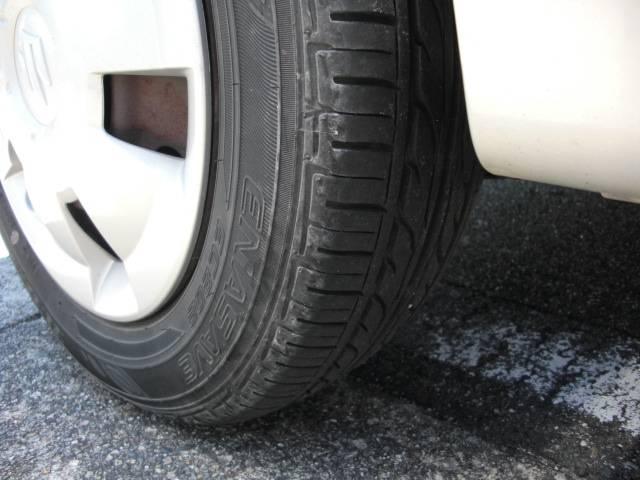 後ろのタイヤです。こちらも溝はバッチリ残っています☆