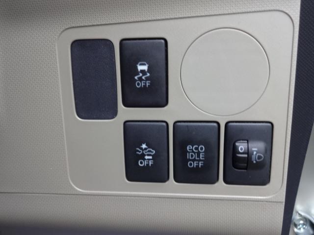 アイドリングストップ機能などの停止スイッチもこちらに。