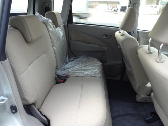 汚れもなく、きれいなシートです。足元が広いので乗り降りも楽々♪
