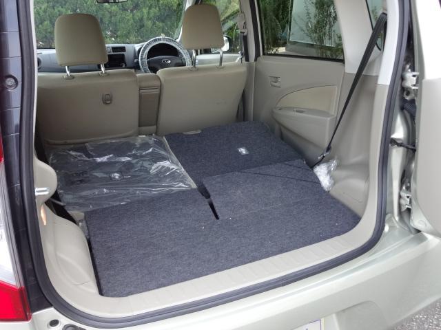 リヤシートを倒せば大きな荷物もなんのその。長い荷物もへっちゃら~